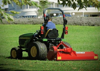 Aerodynamically designed flails generate the perfect draught to lift grass for a cleaner cut and reducing hp requirements
